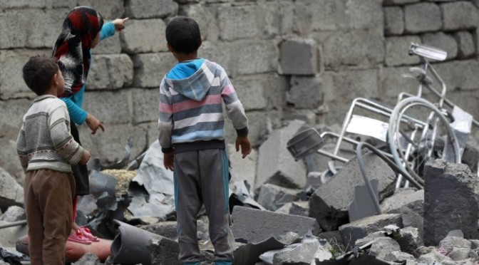 Bombardeio contra escola mata 10 crianças no Iêmen