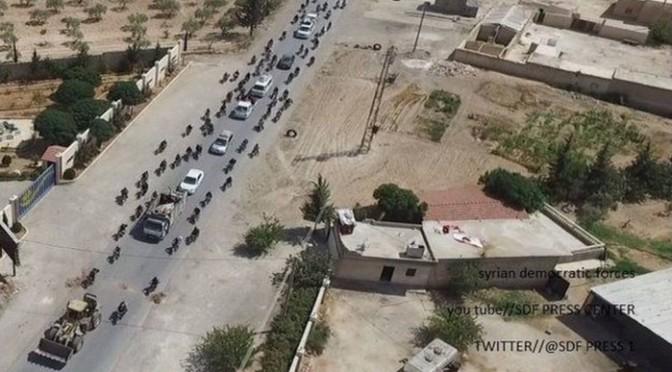 Fotos mostram EI usando civis de escudo humano para fugir de Manbij
