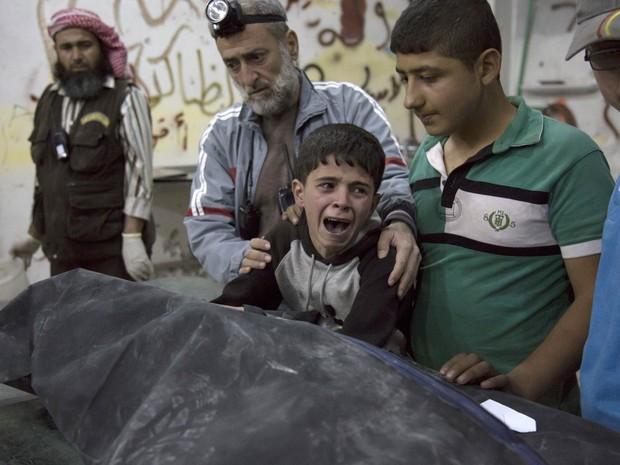 Guerra na Síria já provocou mais de 300 mil mortes, diz ONG