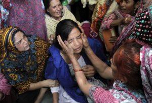 Jovem cristã paquistanesa é sequestrada e estuprada por muçulmanos que invadiram sua casa para tentar forçar a conversão da família ao islã