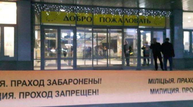 Adolescente invade shopping na Bielorrússia com motosserra e martelo e mata mulher