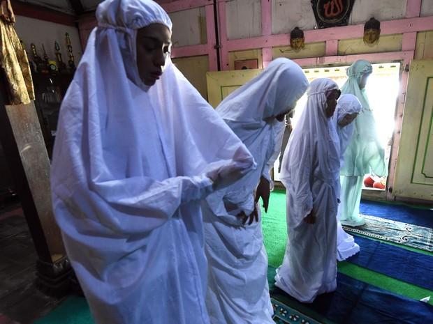Muçulmanas transgênero desafiam discriminação na Indonésia
