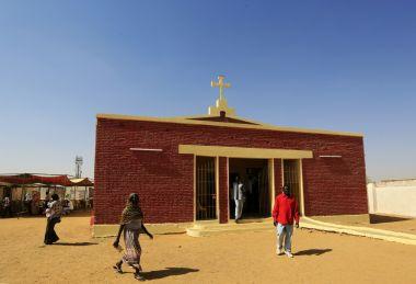 Sudão prende 3 pastores após se recusarem a entregar propriedade da igreja ao governo