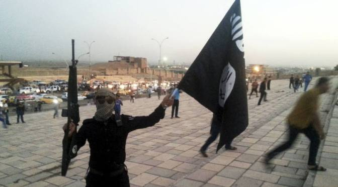 Muçulmanos do ISIS espancam brutalmente e executam jovem cristão que não aceitou se converter ao islã