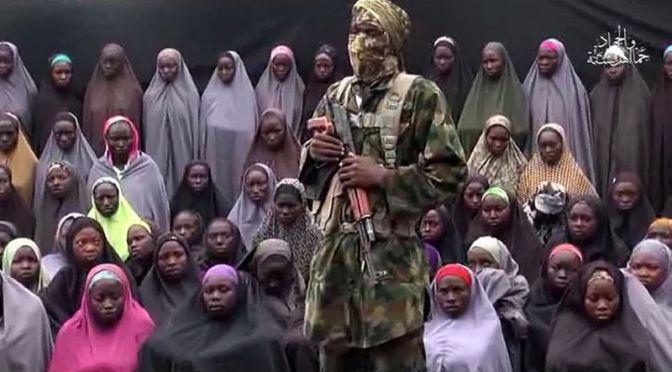 Exército da Nigéria resgata estudante de Chibok com bebê