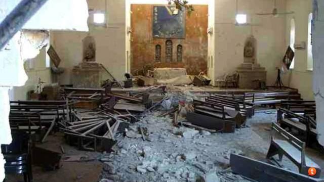 Muçulmanos do ISIS  destroem igreja e transformam-na em campo de treinamento