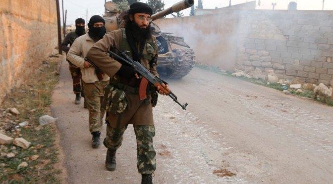 Síria: muçulmanos do ISIS atiram numa mulher e a crucificam