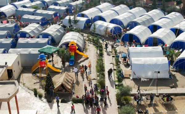 Igrejas e tendas cristãs oferecem conforto para os refugiados