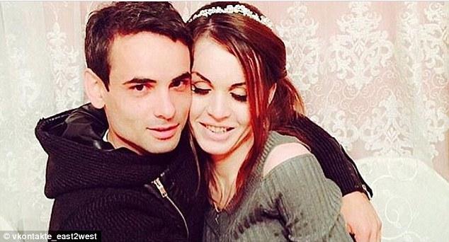 """Trans muçulmana é esfaqueada até a morte na Rússia após pedido do pai em TV: """"Tragam meu filho aqui e matem-no na minha frente""""."""