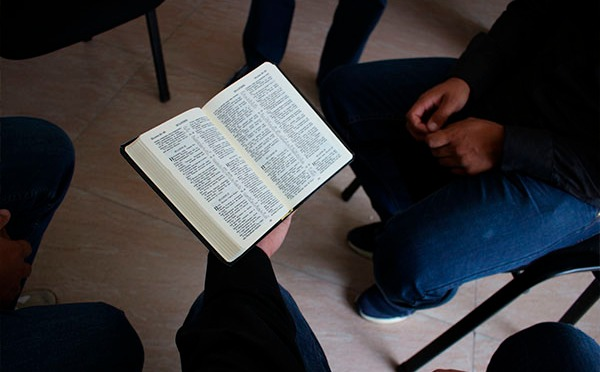 Cristãos são detidos durante um culto a Deus