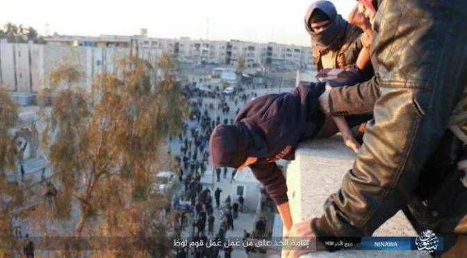 Estado Islâmico lança homem de telhado por crime de homossexualidade