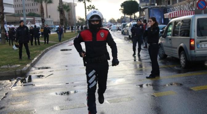 Carro explode junto a tribunal na Turquia. Pelo menos dois mortos