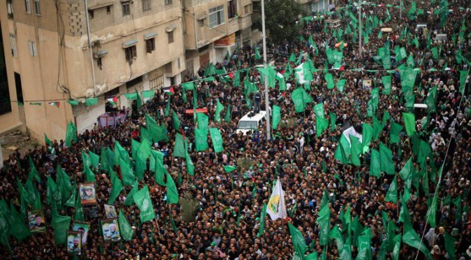 Hamas comemora com milhares de palestinos ataque terrorista que matou 4 israelenses