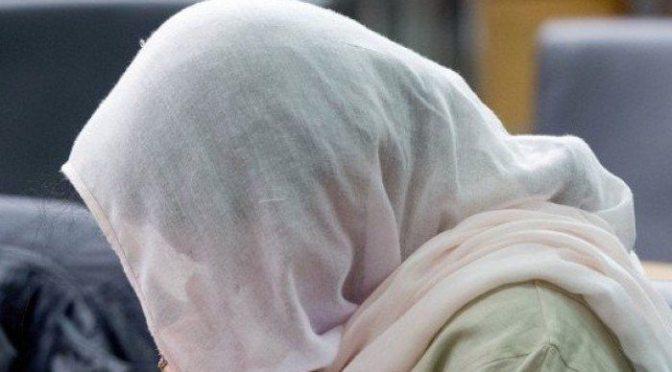 Paquistão: Muçulmano assassina sua irmã de 18 anos com machado em crime de honra