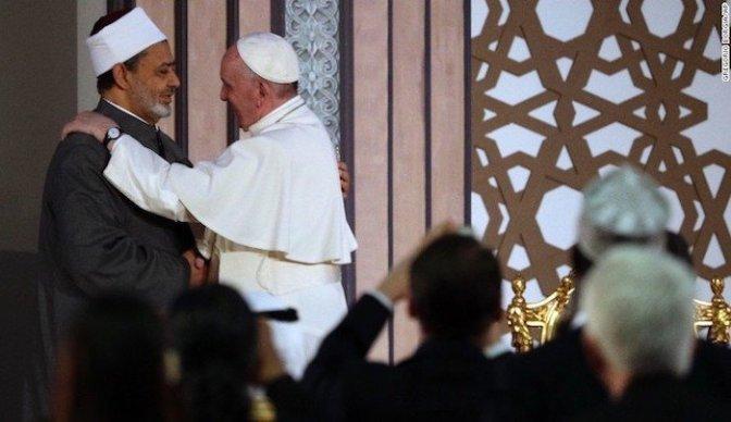 """Grande Imã de Al-Azhar agradece ao Papa Francisco por sua """"defesa do Islã contra a acusação de violência e terrorismo"""""""