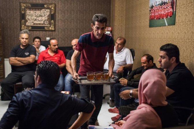 Bebida alcoólica e dança ocasionam prisão de dezenas de jovens no Irã