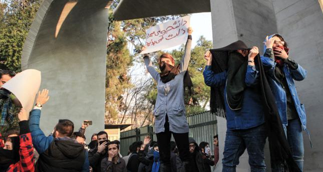 Irã: Proeminente professor condenado à prisão