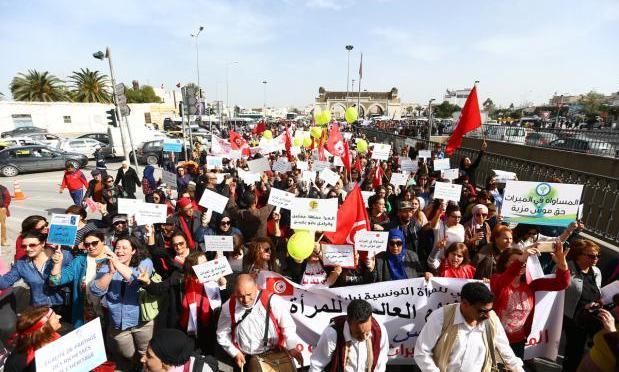 Mulheres tunisianas marcham por direitos de herança iguais aos homens