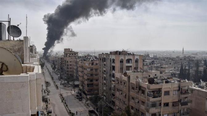Tropas de Assad voltam a controlar Douma, para onde foi mobilizada a polícia militar russa