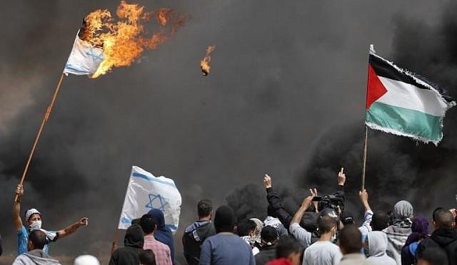 Israel: palestinos tentam romper cerca na fronteira com explosivos e coquetéis molotov