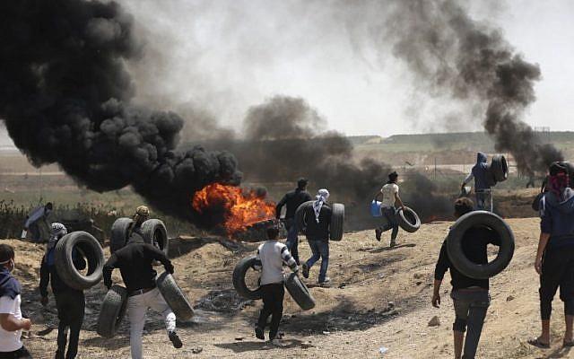 Protestos violentos em Gaza: 2 mortos e 250 feridos enquanto milhares marchavam perto da fronteira