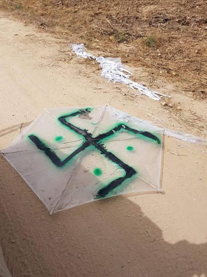 Pipa com símbolo nazista voa em protesto violento dos palestinos em Gaza