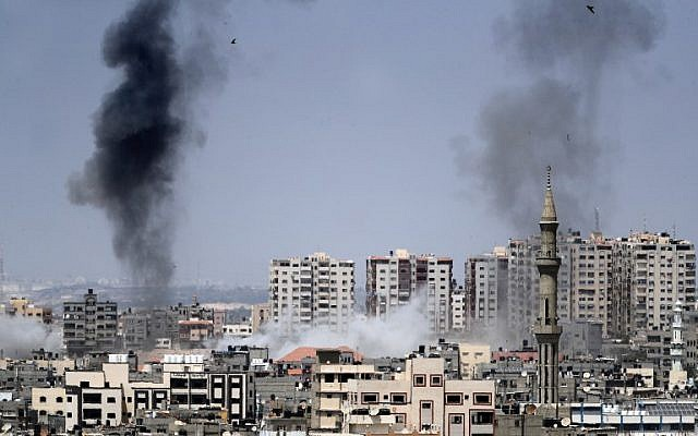 Israel atinge cerca de 25 alvos militares em Gaza após sofrer mais de 70 ataques de foguetes