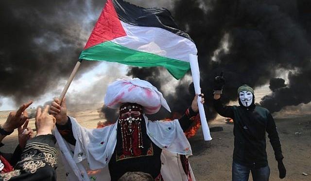 Protestos em Gaza: palestinos atacam soldados israelenses na fronteira e alegam 43 mortes