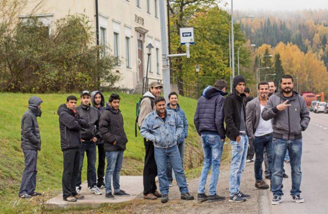 """Suécia: Pelo menos 78% das 9.000 """"crianças"""" imigrantes afegãs mentem sobre sua idade"""