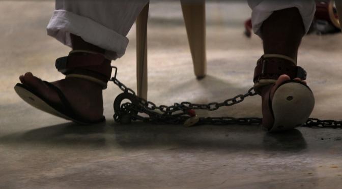 Cristãos são punidos com tortura e prisão no Irã