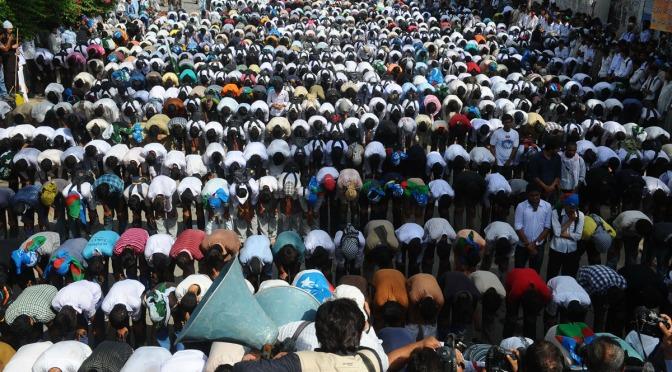 """""""Sharia deveria ser a única lei"""", dizem 67% dos paquistaneses"""