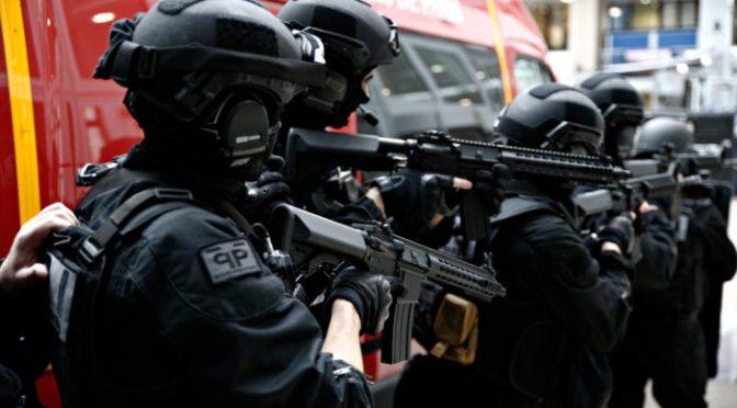 Prefeito francês pede ajuda porque a polícia está perdendo o controle da cidade