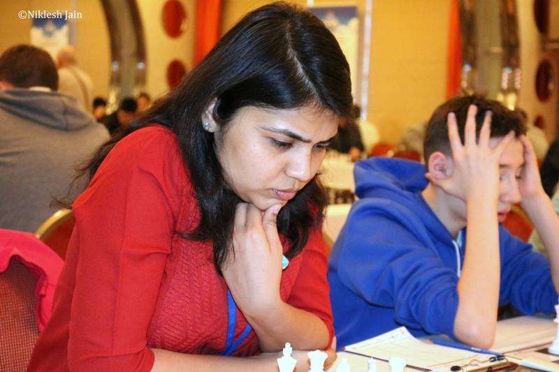"""Estrela do xadrez indiana diz """"não"""" ao uso  de véu e se desliga de evento no Irã"""