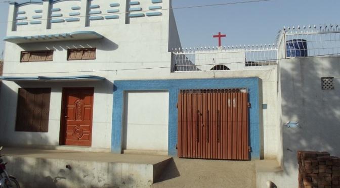 Paquistão: Muçulmanos fecham igreja e intentam expulsar cristãos da localidade