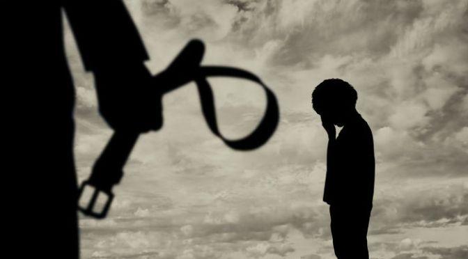 Clérigo muçulmano matou aluno de 10 anos com golpes de barra de ferro no Paquistão