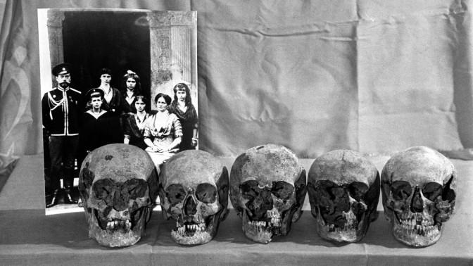 Massacre dos Romanov & a Cartilha Ideológica em ação