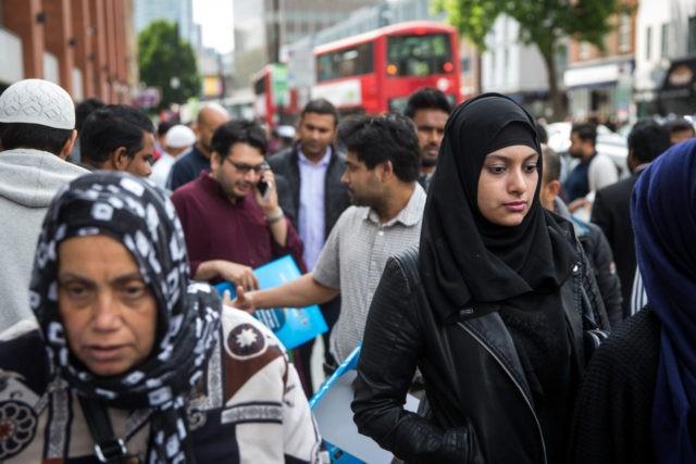 """Estudo culpa """"diferenças religiosas"""" pela intolerância em Londres contra homossexuais"""