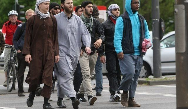 Número de salafistas islâmicos radicais é de 10.800 na Alemanha pela primeira vez
