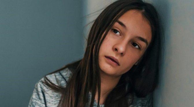Suécia: menina é ameaçada de estupro e chamada de vadia em escola por não se vestir como muçulmana