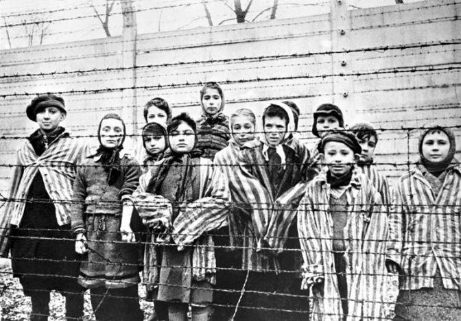 Ministro da Romênia compara abate de porcos doentes com campo de extermínio nazista de Auschwitz