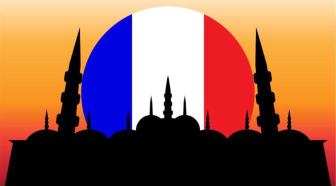 """Igreja francesa é incendiada e pichada com a expressão muçulmana """"Allahu Akbar"""""""