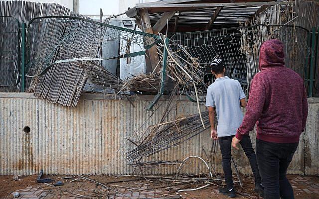 Foguetes de Gaza atingem casa e sinagoga em Sderet ferindo 3 israelenses