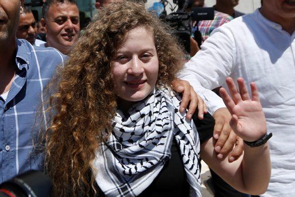 Prestigiado clube de futebol espanhol homenageia adolescente palestina que promove violência contra Israel