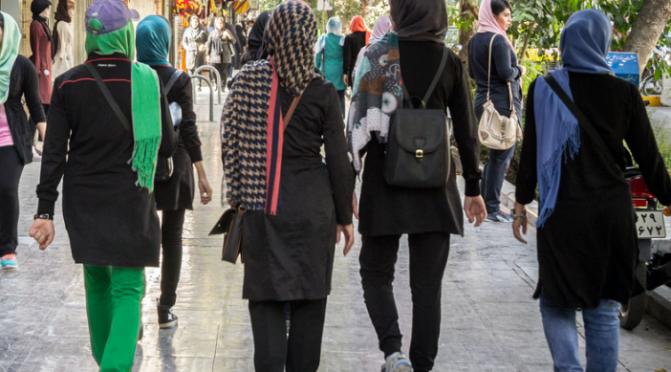Garotas europeias em Viena estão usando hijab para evitar assédio de imigrantes muçulmanos