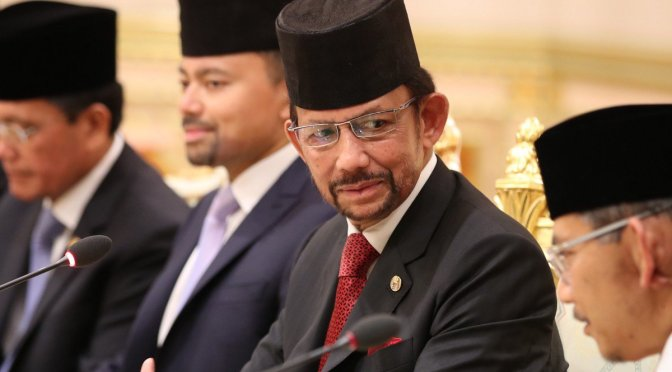 Brunei vai instaurar a Lei Sharia e punir  sexo gay com apedrejamento