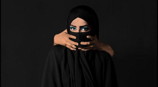 """A Contradição do """"Lugar de Fala"""" nos Discursos Feministas"""