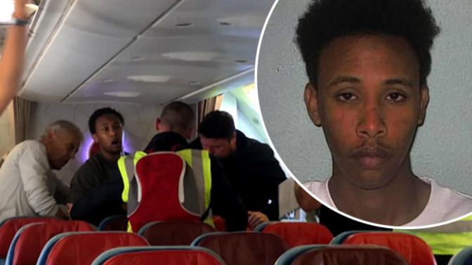 """Reino Unido: vítima de estupro denuncia passageiros de avião que impediram deportação do """"refugiado estuprador"""""""