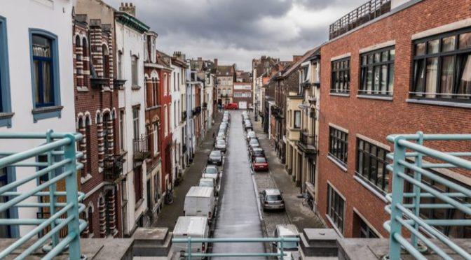Distrito de Bruxelas proíbe álcool para combater imigrantes agressivos e indisciplinados