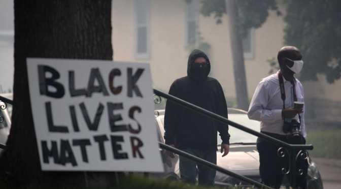 """As """"vidas negras que não importam"""" para a militância marxista"""