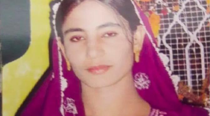 Paquistão: Muçulmanos apedrejam mulher até a morte